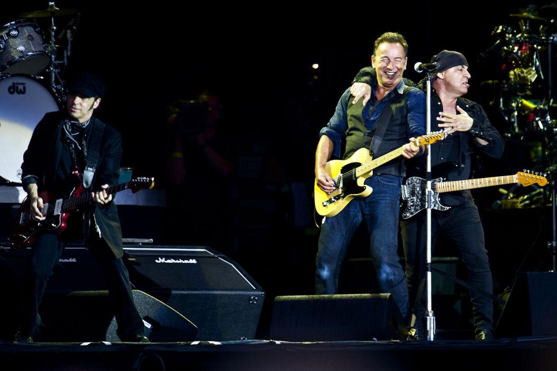 Cop101 - Amerikanske Bruce Springsteen på Orange Scene på Roskilde Festivalen lørdag aften d.7.juli 2012. (Foto: Torkil Adsersen/Scanpix 2012)