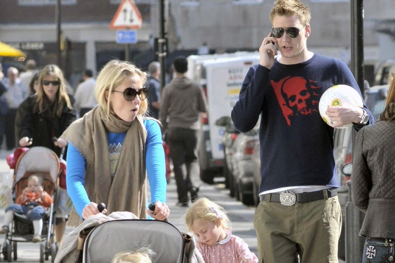 Caroline Fleming er stadig indlagt på det eksklusive Portland Hospital, hvor hun i torsdags fødte en lille dreng.