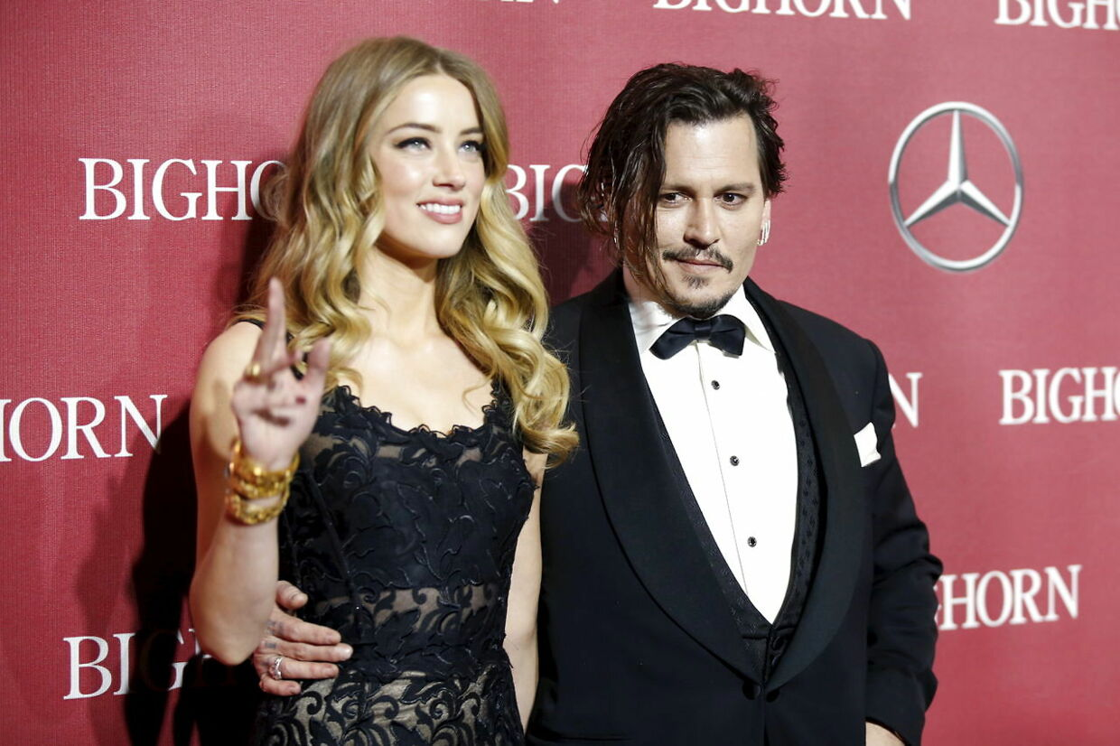 Desert Palm Achievement Award recipient actor Johnny Depp and wife actress Amber Heard pose at the 27th Annual Palm Springs International Film Festival Awards Gala in Palm Springs, California, January 2, 2016. REUTERS/Danny Moloshok
