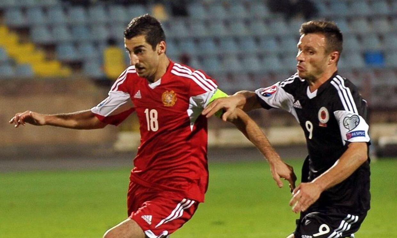 Armenien og Dortmund-stjernen Henrikh Mkhitaryan (tv) tabte søndag 0-3 til Albanien, hvilket sikrede de sejrende albaner direktekvalifikation til næste års EM.