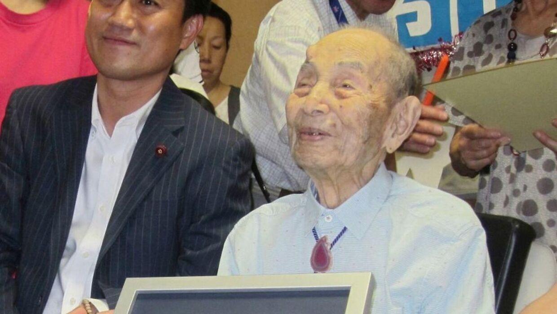 Yasutaro Koide - verdens ældste mand er her afbildet. Han er netop død i en alder af 112 år.