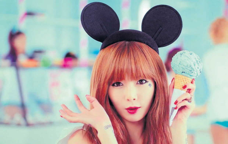 Den kun 20-årige koreanske chanteuse Kim Hyun-a (Hyuna).
