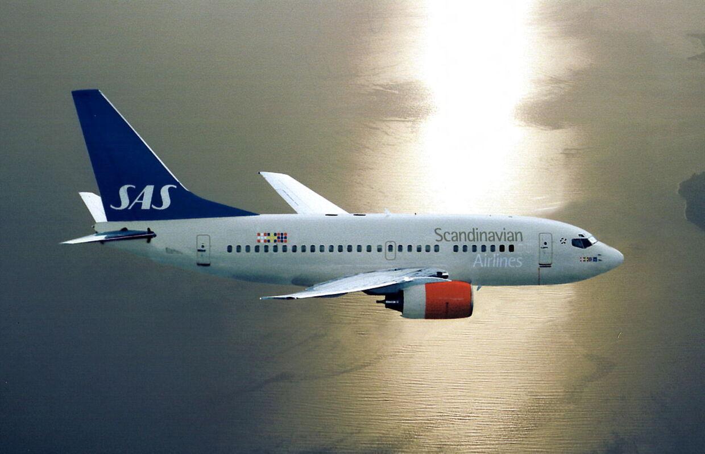 -Arkiv- SE RITZAU Her er SAS' historie gennem mere end 65 år BV.: Malet i helt nye farver og med nyt logo sender SAS 25. oktober 1998 sin første Boeing 737-600 SE-DNM, Bernt Viking, ind på ruten fra Stockholm til Paris. Inden årets udgang vil SAS have otte nye Boing 737-600 i drift. Siden 1995 har SAS bestilt i alt 55 737-600 hos Boing. En ordre til samlet 12 milliarder sv. kroner.
