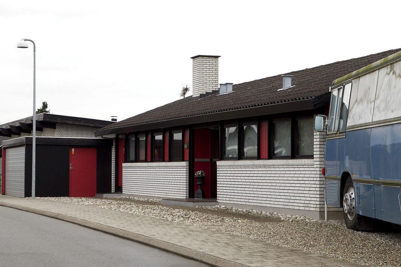 I garagen hos Lisbeth Eliasen og Jens Valbek Jørgensens hus i Helsingør blev en fireårig dreng fundet skjult tilbage i starten i august. Forældrene har tidligere fået tvangsfjernet seks børn.