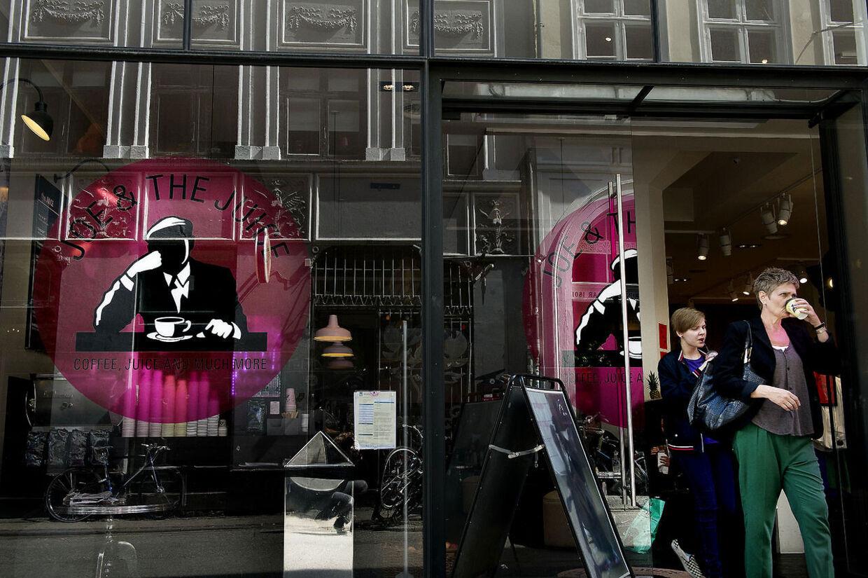 En mor med to små døtre skaber debat på Facebook efter, at hun overhørte medarbejdere på Joe and the Juice tale nedsættende om kvinder i kædens butik i indkøbscenteret Fields i København. Her et foto fra kædens butik i Sværtegade i det indre København. (Arkivfoto)