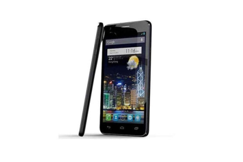 Så tynd er den! Alcatel har måttet ofre 3,5-millimeter lydstikket for at holde mobilen super slim.