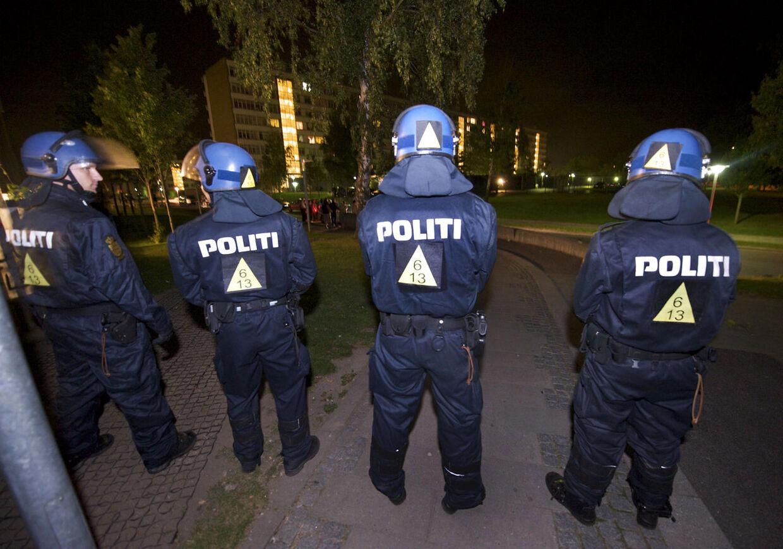 Mellem 60 til 70 mænd med slagvåben trængte en sen aften i august 2012 ind på skadestuen på Odense Universitetshospital. De truede personale og politi, udøvede hærværk på hospitalet og smadrede både politibiler og ambulancer. Betjente måtte trække pistoler for at skabe ro.