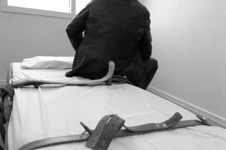 Flere psykiatriske patienter oplever langvarige bæltefikseringer - en patient i Region Syddanmark var fastspændt i 49 døgn.