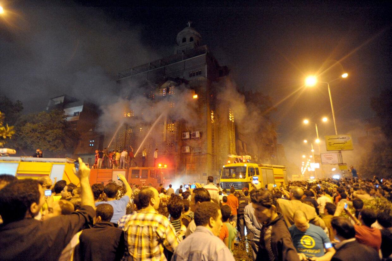 Voldsomme uroligheder i Egypten. Mindst ti meldes dræbt.