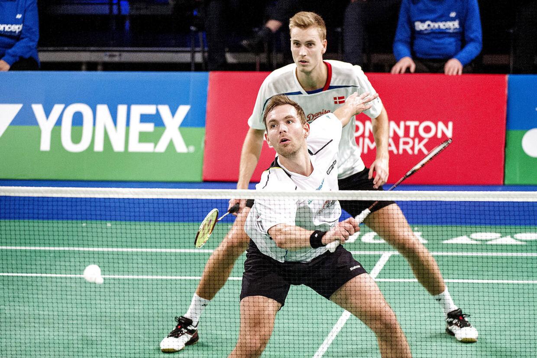 Danske Mads Pieler Kolding og Mads Conrad-Petersen vandt i tre sært over den tyske duo Fuchs og Schöttler ved EM for hold i Rusland.