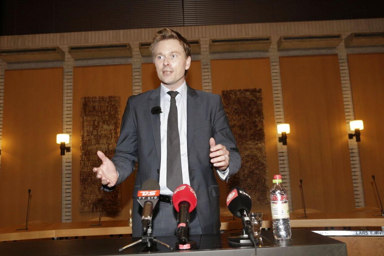 Den 31-årige Thomas Banke oplyser på et pressemøde torsdag d.10. januar 2013, at han trækker sig som borgmester i Fredericia.