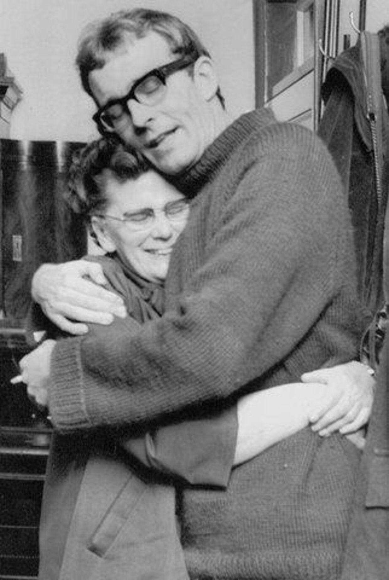 Amdis gamle mor, Eva Petersen, satte sig resolut ind i sin bil og kørte i to timer, for at komme til Sønderjylland og knuse sin løsladte søn. Arkivfoto: Leif Nyholm