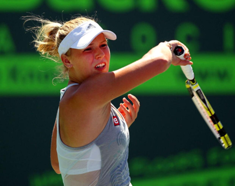 Рот теннисистку онлайн, связанную девушку трахают прохожие