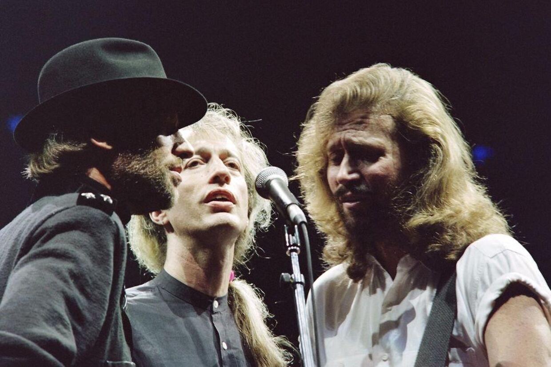 Bee Gees i storhedstiden. I dag er kun Barry Gibb (th) tilbage. Klik videre for at se Robin Gibbs usædvanlige familie.