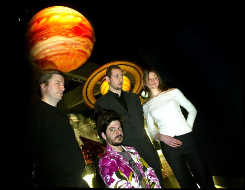 Jesper Jørgensen fra Dansk Rumfartsforskning i selskab med tre, der gerne vil være Danmarks første astronaut: Anders Lund Madsen, Per Thim og Ida Moltke.  Foto: Keld Navntoft<br>