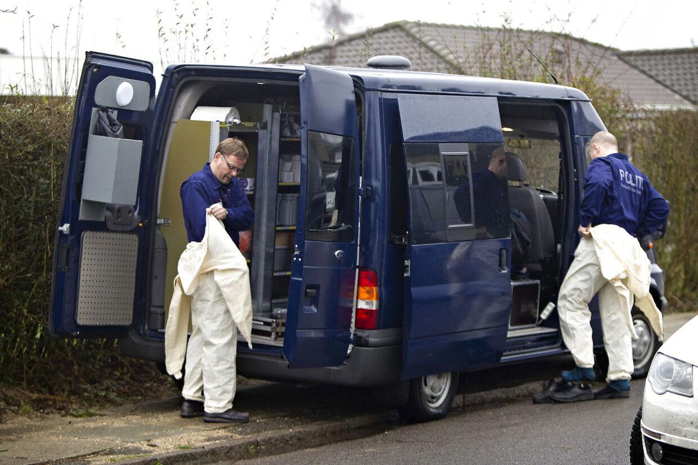 De bulgarske brødre Ognyanov skal 15 år i fængsel for rovmordet på 81-årige Kirsten Inge Damsgaard Den 81-årige kvinde fra Herlev, der blev fundet dræbt lørdag 31. december 2011, var bundet og kneblet, oplyser Københavns Vestegns Politi. Her er politiets teknikere på stedet.