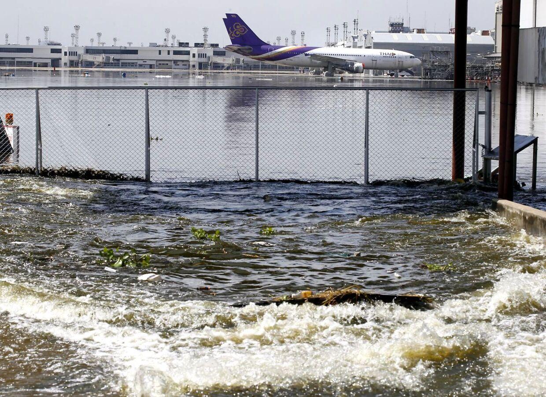 Don Mueang lufthavnen er lukket på grund af vand. Lufthavnen bruges kun som nødlufthavn og til ganske få flyvninger.
