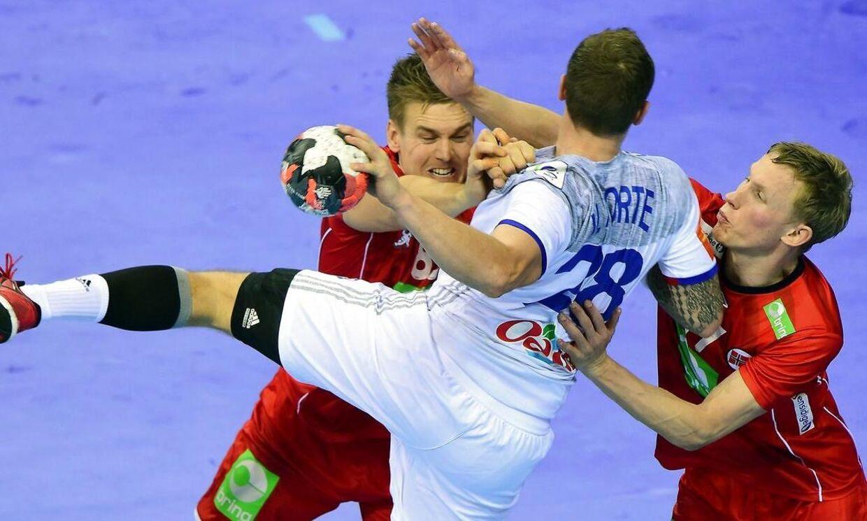 Norge (røde trøjer) vandt over Frankrig og er i semifinalen ved EM.