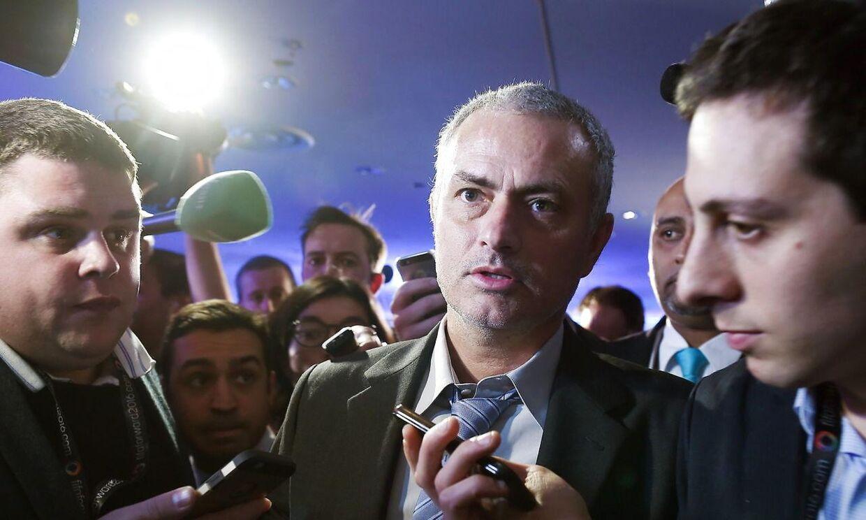 José Mourinho er lørdag i Milano for at se Inter spille, men det er ikke et hold, han foreløbig skal træne.