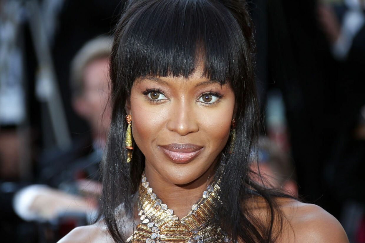 Supermodel Naomi Campbell udsat for voldeligt røveri i Paris.
