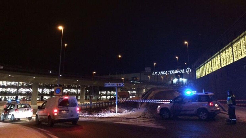 Et parkeringshus i forbindelse med Arlanda Lufthavn i Stockholm er tirsdag morgen afspærret på grund af fund af en mistænkelig pakke.