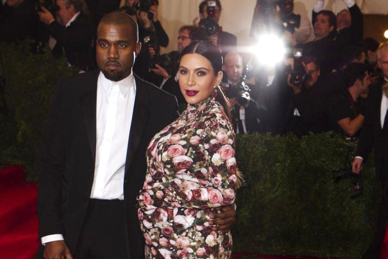 Kanye West og Kim Kardashian er blevet forældre. Det rapporterer flere amerikanske medier.