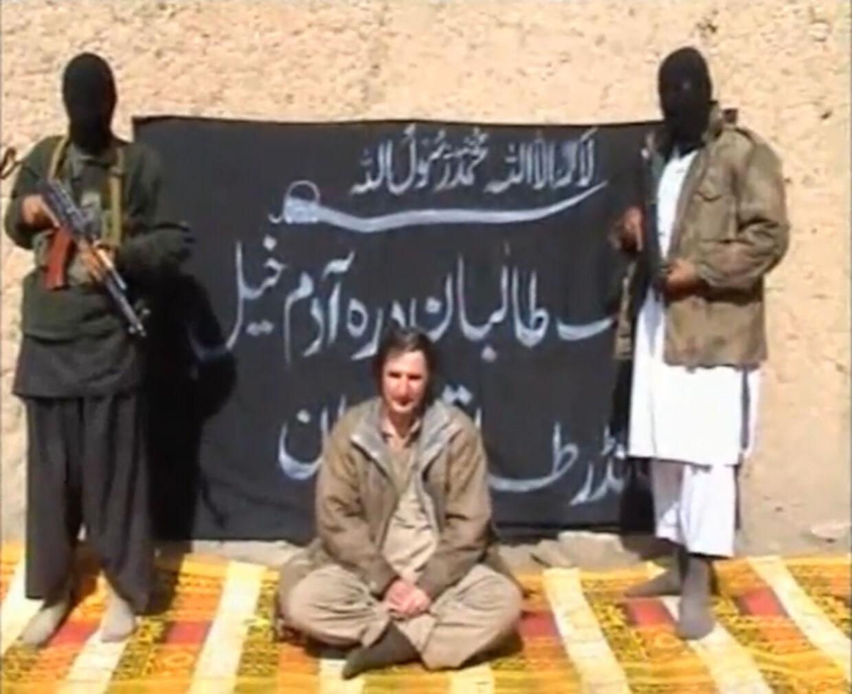 Taliban i Pakistan har udsendt en video, hvor det polske gidsel udtaler sig. Søndag kom så den grusomme video, hvor gidslet bliver halshugget.