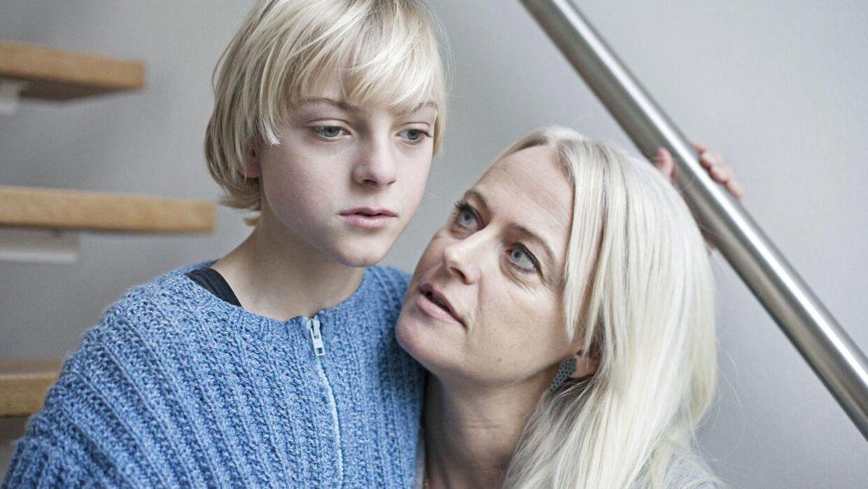 Marius med sin mor Bettina. Marius er næsten blind. Derfor går han i en skoleklasse med elever med forskellige handicap. Sammensætningen er imidlertid langtfra hensigtsmæssig for Marius.