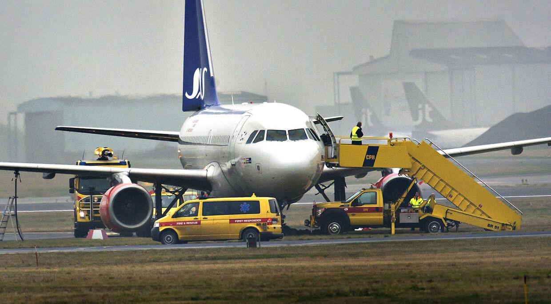 Et SAS-fly fra Oslo endte i græsset i Kastrup onsdag formiddag. En rullevej er nu lukket, indtil uheldet er undersøgt.