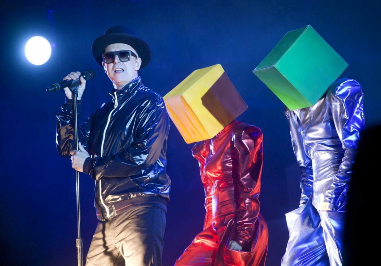Englands førende popduo gennem de sidste 25 år er klendt for at lave store opsætninger til egne hits. Nu skal Pet Shop Boys prøve kræfter med en historie af HC Andersen, der skal opføressom ballet i London til næstge forår.