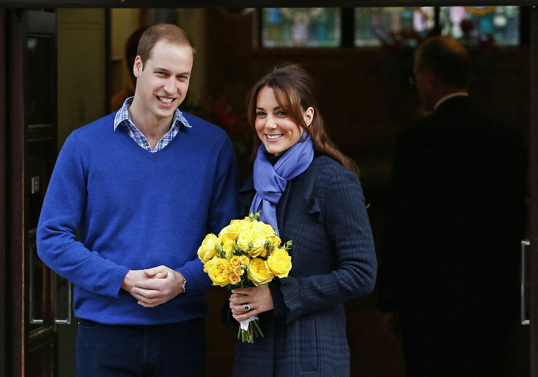 I en intern jobannonce på Buckingham Palace står der ifølge express.co.uk, at den engelske prins og hertuginden af Cambridge annoncerer efter en super-husholderske, som skal kunne alt fra rengøing og madlavning til tøj-vask og hundeluftning.
