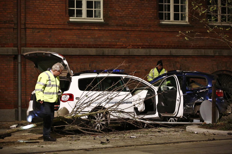 En 68-årig bilist nåede ikke at komme af vejen og belv ramt af en politibil.