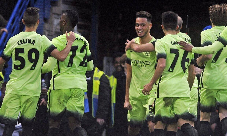 Under fejringen af dette mål blev Manchester Citys spillere ramt af mønter fra Chelsea-tilhængere. Chelsea endte med at vinde kampen 5-1.