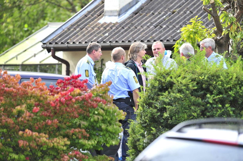Politiet er tilstede på Hylleholtvej i Fakse Ladeplads i forbindelse med et skyderi tirsdag d.6.september 2011, hvor to personer blev dræbt. (Foto: Søren Steffen/Scanpix 2011)