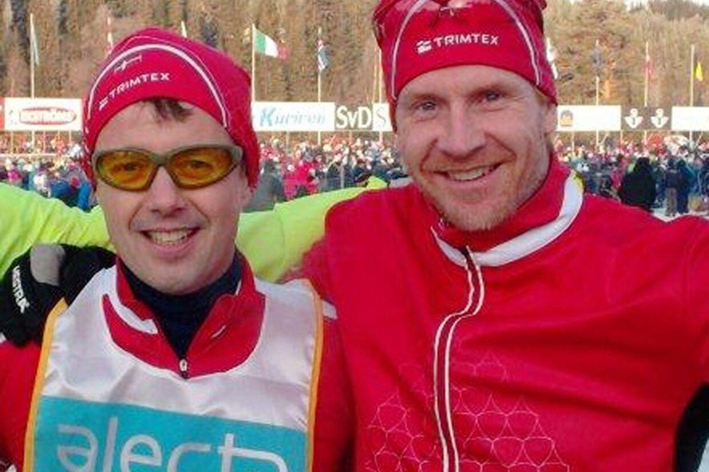 Et meget tilfreds makkerpar efter de sammen er nået over målstregen ved Vasaløbet i søndags. Kronprins Frederik og hans træner og coach Ulrich Ghisler. Foto: Privat