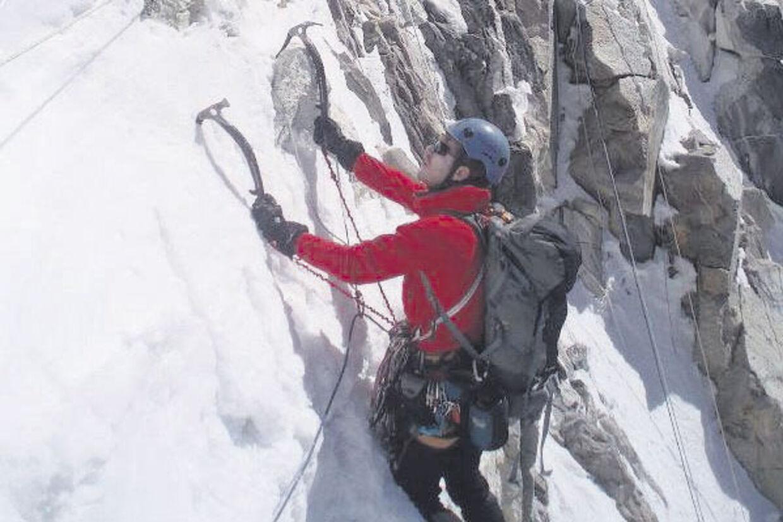Kristoffer Szilas og hans kammerat Martin Ploug besteg som de første nogensinde bjerget Ren Zhong Feng i Kina. Men undervejs var det tæt på at gå galt. Her under en anden bestigning i Nepal.