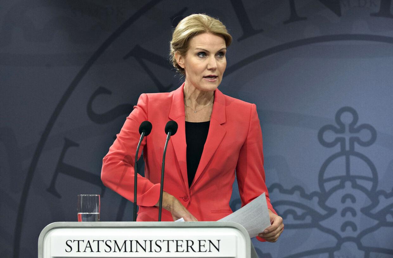 Statsminister Helle Thorning-Schmidt taler med medierne på sit ugentlige pressemøde i Spejlsalen i Statsministeriet tirsdag d.7.maj 2013. (Foto: Jens Nørgaard Larsen/Scanpix 2013)