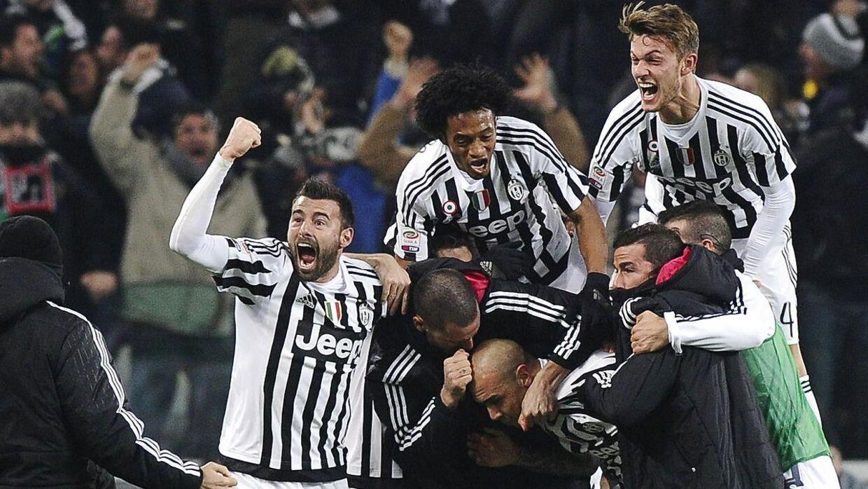 Juventus-spillerne fejrer en scoring i opgøret mod Napoli.