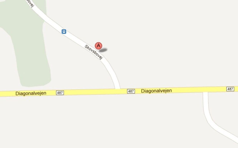 Ulykken skete, da en lastbil var ved at vende på sidevejen Skovsbovej mellem Give og Grindsted.