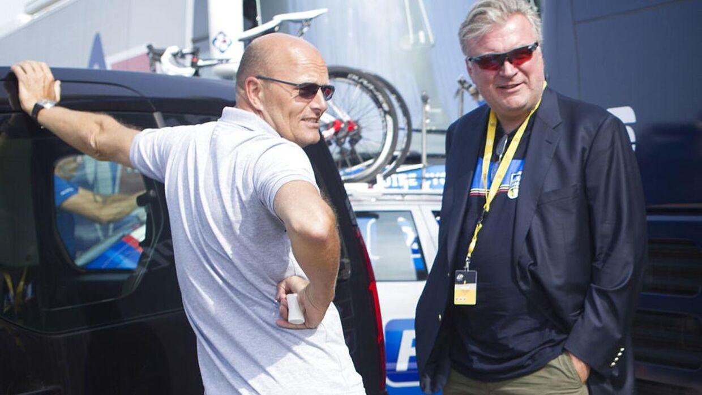 Bjarne Riis og Lars Seier Christensen under 2013-udgaven af Tour de France.