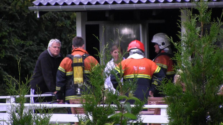 En grill lidt for tæt placeret på trævæggen skabte drama i den nordsjællandske sommerhusidyl. Mille Fly fra TV3s 'Fra skrot til slot' var blandt de hurtige naboer, der fik afværget katastrofen.