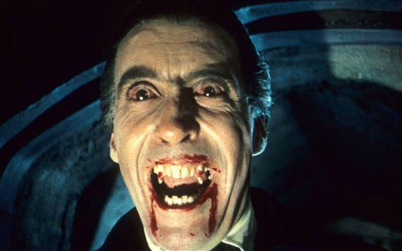 Sådan ser Dracula ud i Christopher Lee's skikkelse.