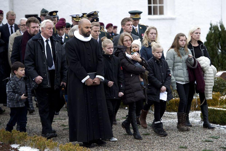 USAs præsident, Barack Obama, har sendt en kondollence til den dræbte danskejægersoldat René Brink Jakobsens efterladte, som her ses ved lørdagens bisættelse ved VengKlosterkirke ved Skanderborg.