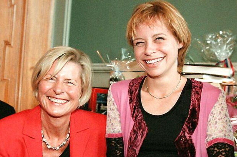 Lone Dybkjær sammen med datteren Lotte ved Lone Dybkjærs 60års fødselsdag.