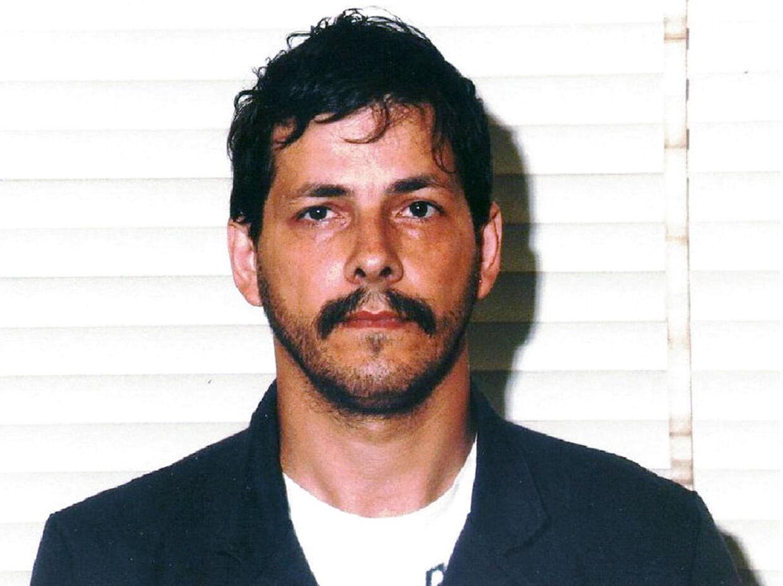 56-årige Dutroux, som er dømt for at kidnappe og voldtage seks piger samt slå fire af dem ihjel, blev anholdt i 1996, men fik først sin dom otte år senere