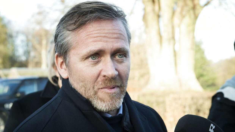 Anders Samuelsen vil have flere penge og færre politikere i Folketinget. De 139 medlemmer af Folketinget, der skal være ifølge formanden for Liberal Alliance, skal tjene mindst en million kroner om året.