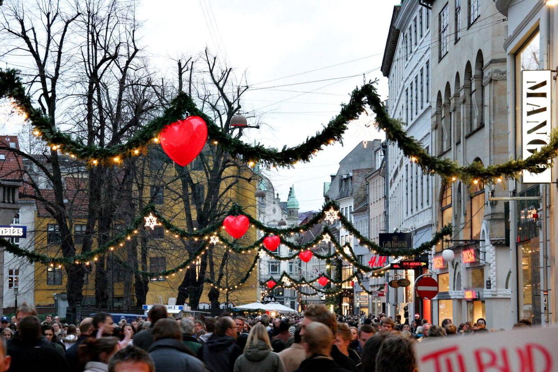 Juleræset på Strøget i København er i gang. Måske er der hjælp at hente i apps på din smartphone.