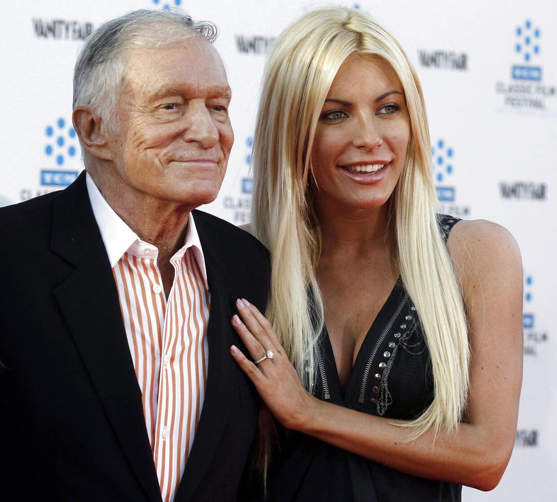 Playboy Playmate Crystal Harris sammen med sin forlovede og muligvis kommende mand Hugh Hefner
