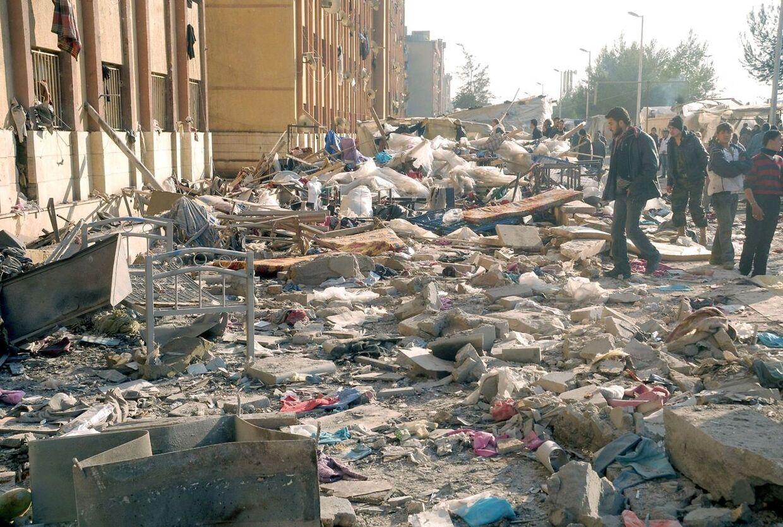 82 studerende dræbt ved bombeeksplosion i Aleppo i Syrien.