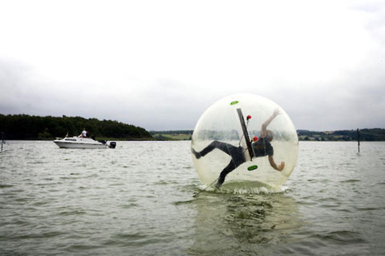 Nogle hævder at det er 2000 år siden nogen gik på vandet - men man gør det faktisk igen på Skanderborg Festivalen.